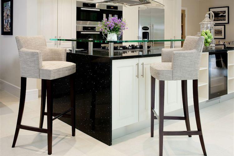 Барні стільці для кухні: різновиди, як обрати, фото приклади